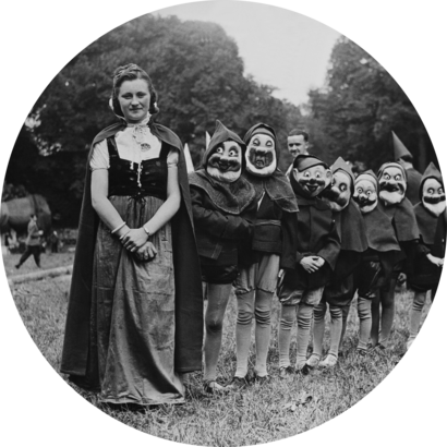 Representation of Snow White and the Seven Dwarfs in France during the 30s.